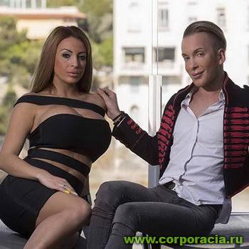 Молодая пара превращает себя в Барби и Кена