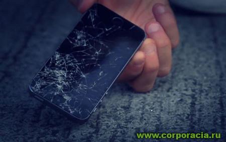 Физик рассказал, почему смартфон падает дисплеем вниз